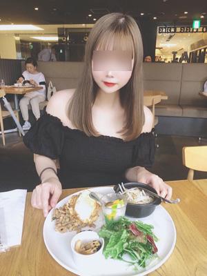 デートクラブの銀座で可愛い女子大生と食事
